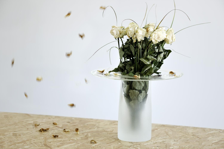 Vase Fall la fleur en valeur par Rémi Casado